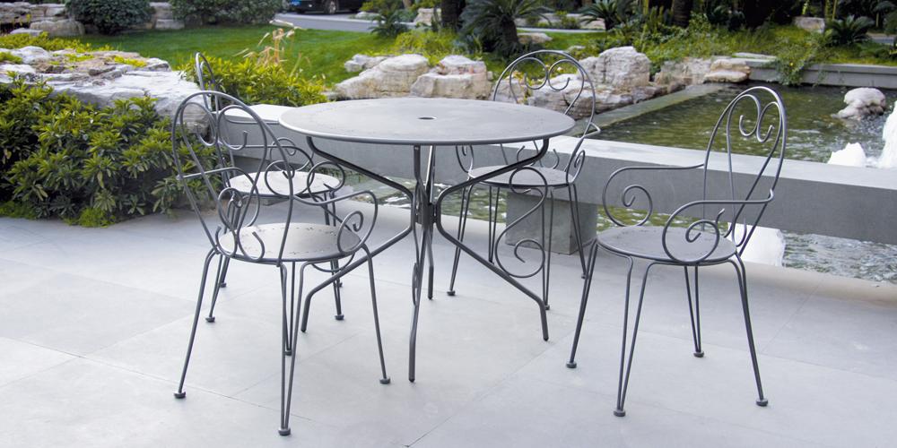le salon de jardin en m tal comment l accessoiriser. Black Bedroom Furniture Sets. Home Design Ideas