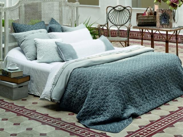 quels linges de maison choisir pour d corer le lit le. Black Bedroom Furniture Sets. Home Design Ideas