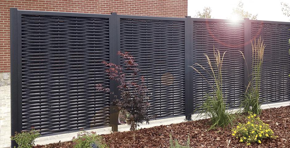Un Brise Vue En Aluminium Imitation Bois La Solution Pour Prot Ger Son Jardin Le Comptoir Web