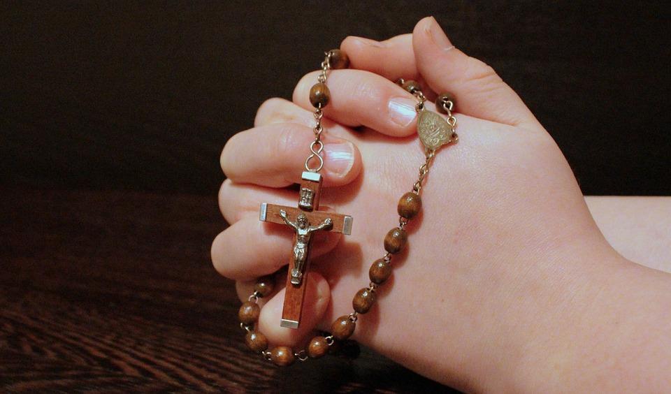 comment r u00e9citer le chapelet   le comptoir web clip art praying hands print for free clip art praying hands and cross