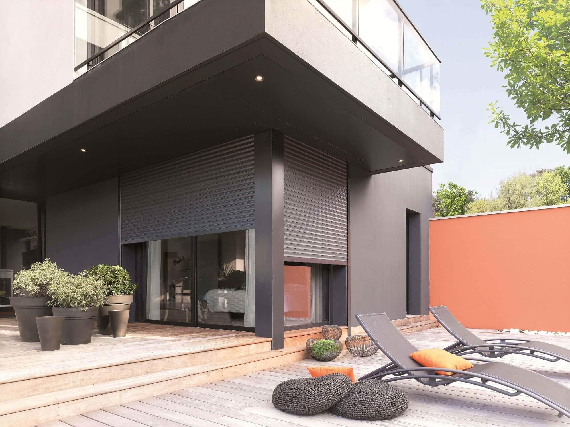 un volet roulant projection et lectrique pour faciliter la circulation de l air le comptoir web. Black Bedroom Furniture Sets. Home Design Ideas