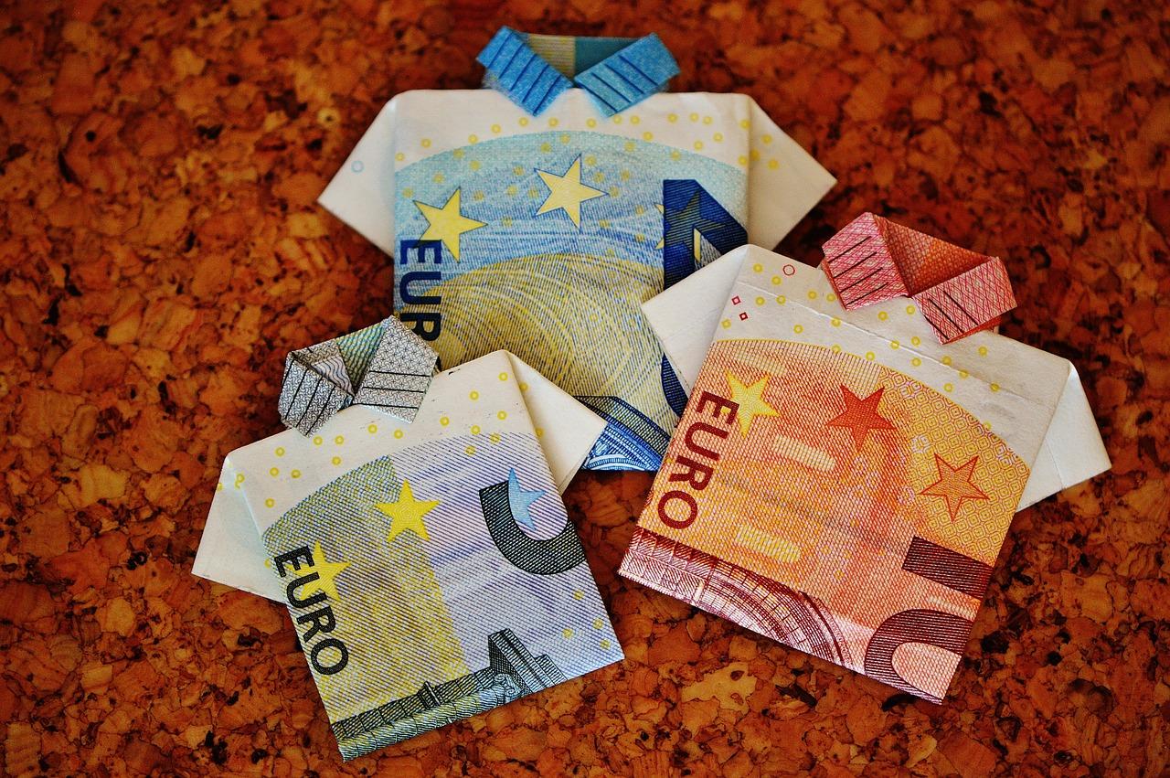 Comment le rachat de crédits permet-il de diminuer ses dettes ?