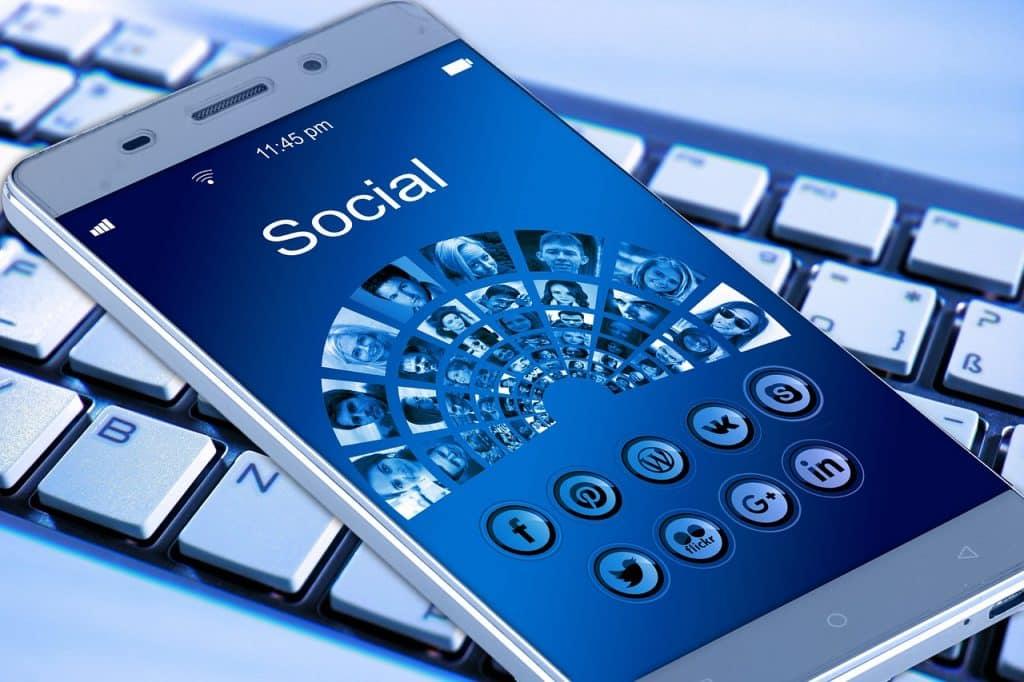 Téléphone et réseaux sociaux