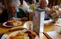 Repas dans une maison de retraite