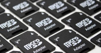 Une collection de cartes mémoires MicroSD