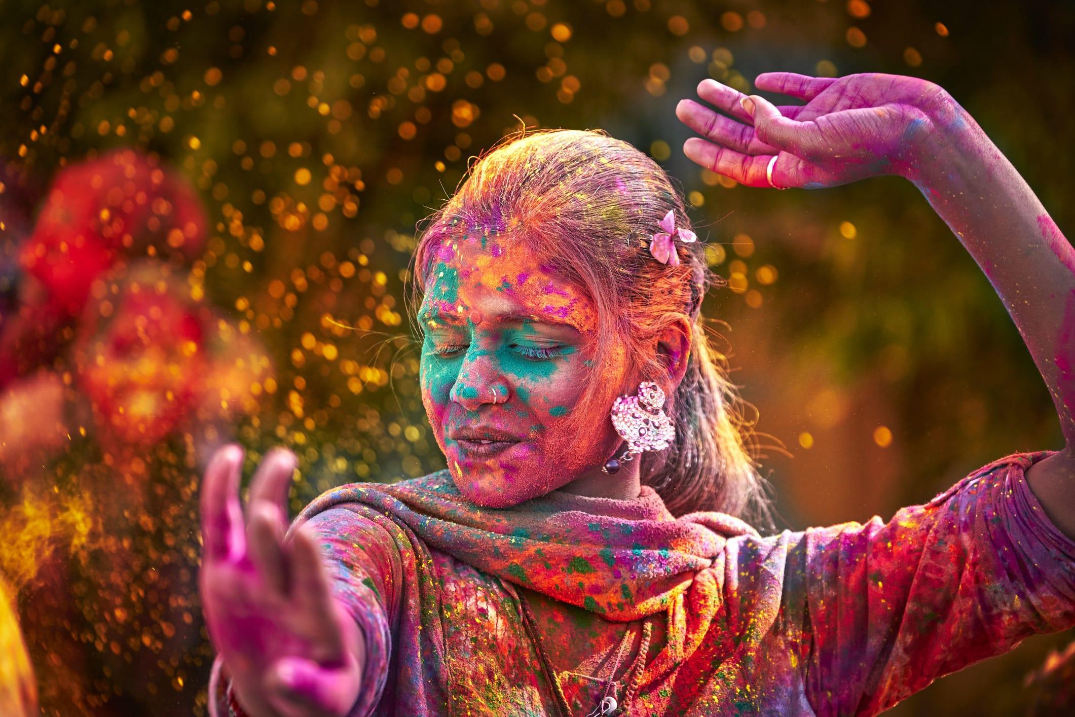 Réjouissance et danses à la Holi