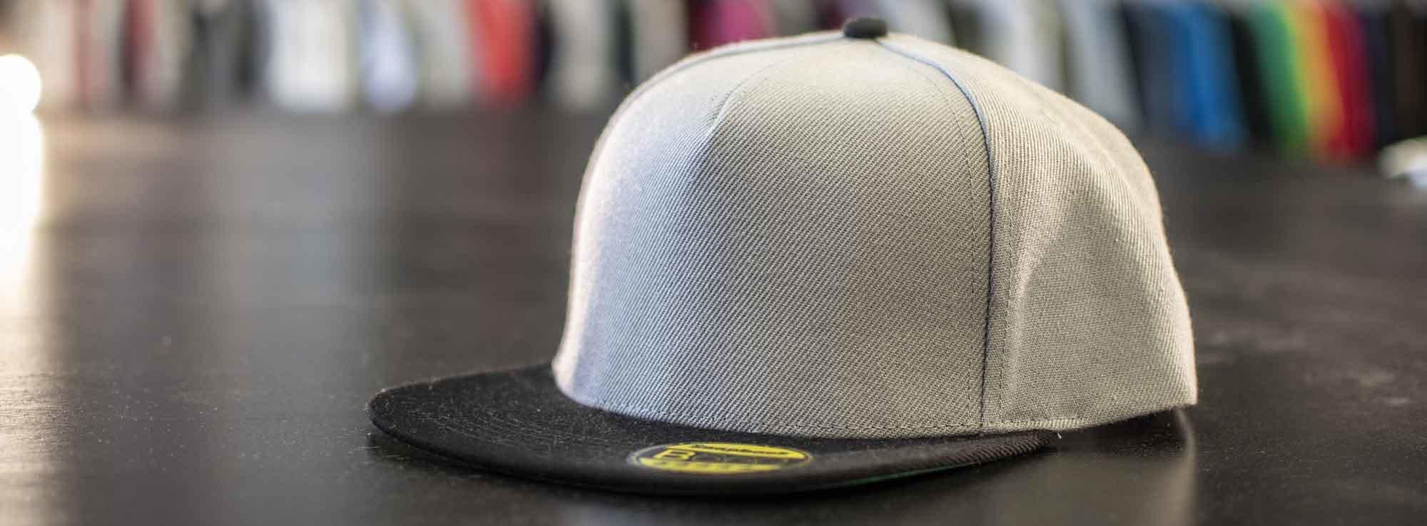 Une casquette strapback